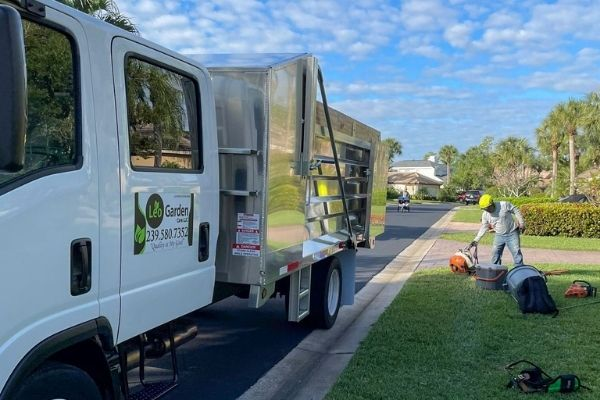 Neighborhood Lawn Care Service